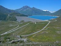 Hoch zum Col du Mont Cenis. Die Staumauer des Lac du Mont Cenis.