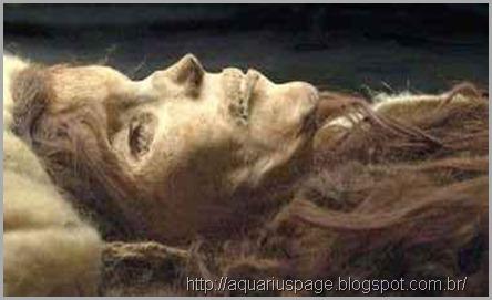 mumias-gigantes-loiros-china