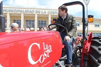 Juan Pablo de Jesús encabezó el acto de entrega de tractores para las UDG