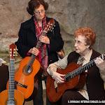 La catedrática de guitarra Dª. Rosa Gil Bosque y Dª. Laura Viguer, ambas socias fundadoras de Amigos de la Guitarra de Valencia.