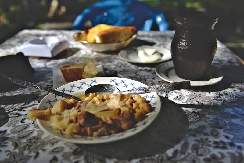 Piti, mancarea traditionala din raionul Sheki. Si astfel imi dau seama ca si in Transcaucazie e bine sa-ti placa carnea de oaie.