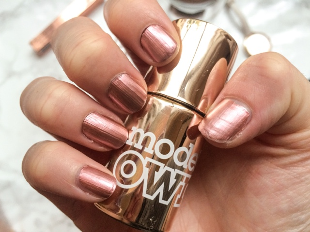 uk-beauty-blog-models-own-chrome-rose-review-colour-chrome-collection-rose-gold-nails-christmas-party-season-nails