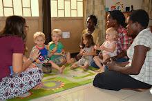 Elke woensdagochtend hebben we voor de jongste kinderen 'Baby bible'.