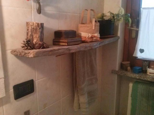 Mamma in mensola con legno grezzo for Mensole legno naturale