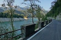 Beim langgestreckten Stausee Lago di Redona.