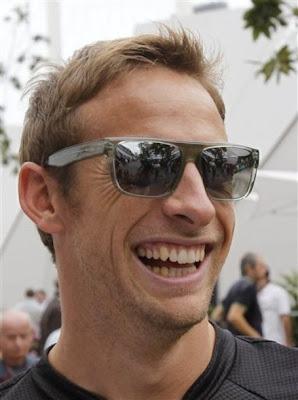 Дженсон Баттон в очках на Гран-при Сингапура 2011