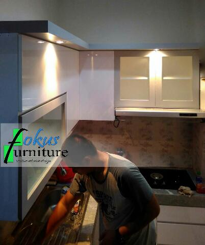 Kitchen set di taman malaka duren sawit furniture for Kitchen set jakarta timur