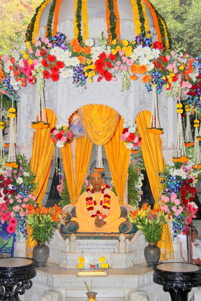 ISKCON Juhu Sringar Deity Darshan 14 Jan 2016 (32)