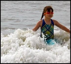 04j2 - beach - Girls were swimming