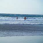 Marta, Emilio e Irene en el agua