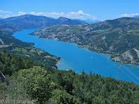 Der Lac de Serre-Poncon bei Embrun. Mit ca. 3000 ha der zweitgrößte Stausee in Europa. Gestern von West nach Ost seine Uferstraße entlang, heute sein Süd-Ost-Zipfel.