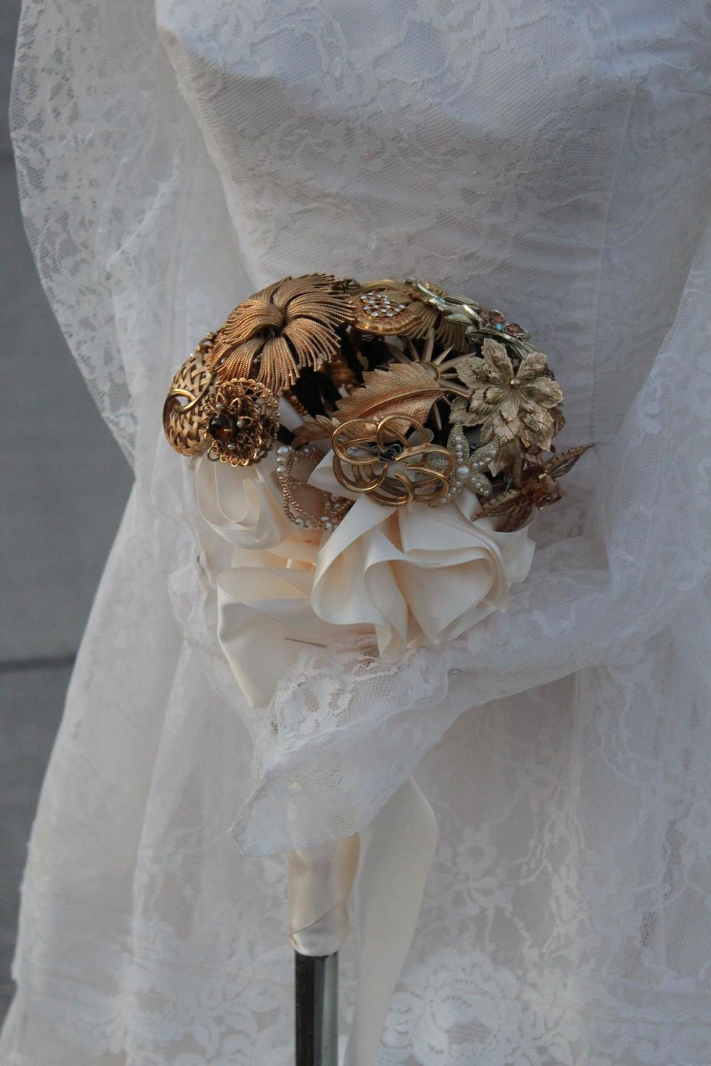 11022501 Spectacular vintage wedding brooch bouquet gold tone brooches 284