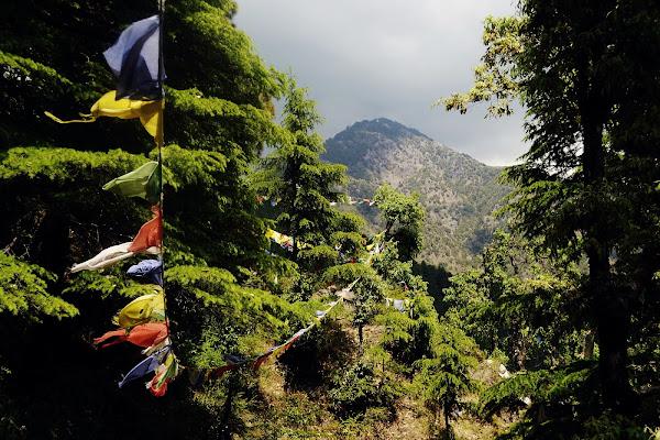 горы индия буддизм флажки