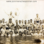 "Pleasure of the sea shore ""The crew of the Zeebrugge station bathes"""