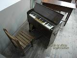 小時候我也在學校看過這樣子的小鋼琴。