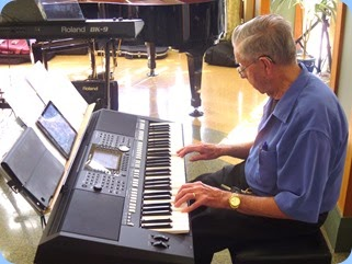 Michael Bramley played Peter Jackson's PSR-S950.