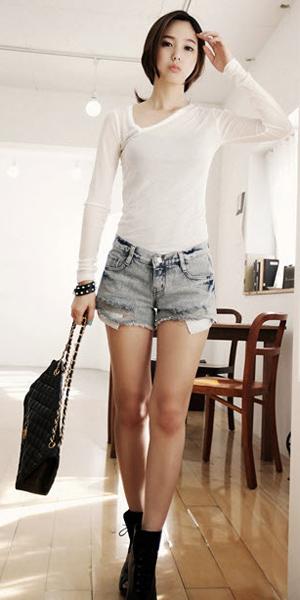 2 phong cach don gian voi jeans rach  6