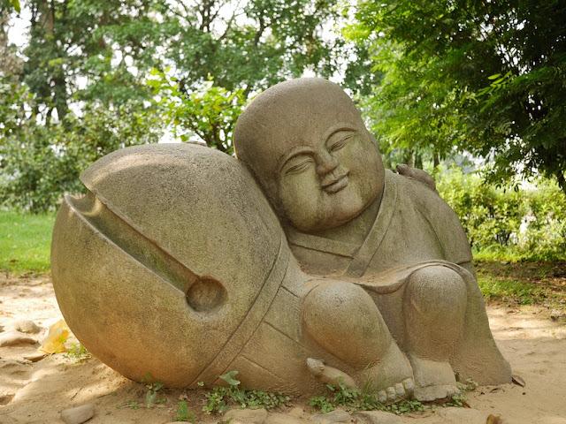 sculpture at West Lake in Fuzhou