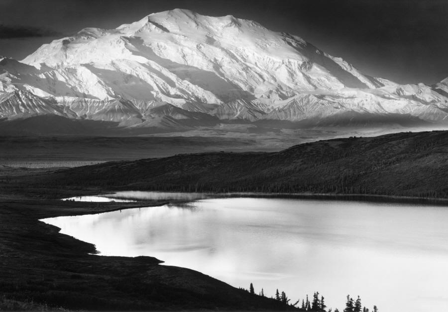 더스트림_Ansel Adams, Mt. McKinley and Wonder Lake, 1947.jpg