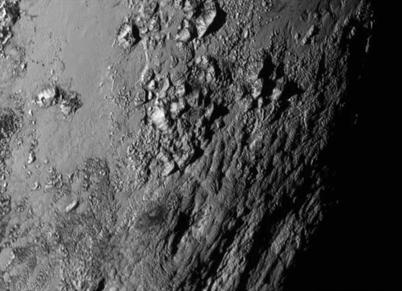 montanhas geladas de Plutão