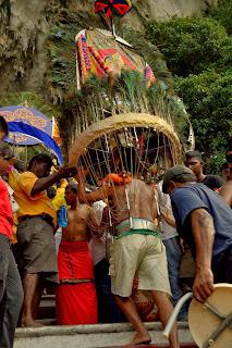 Pawie pióra to nie przypadek: Wierzchowcem Murugana jest paw.