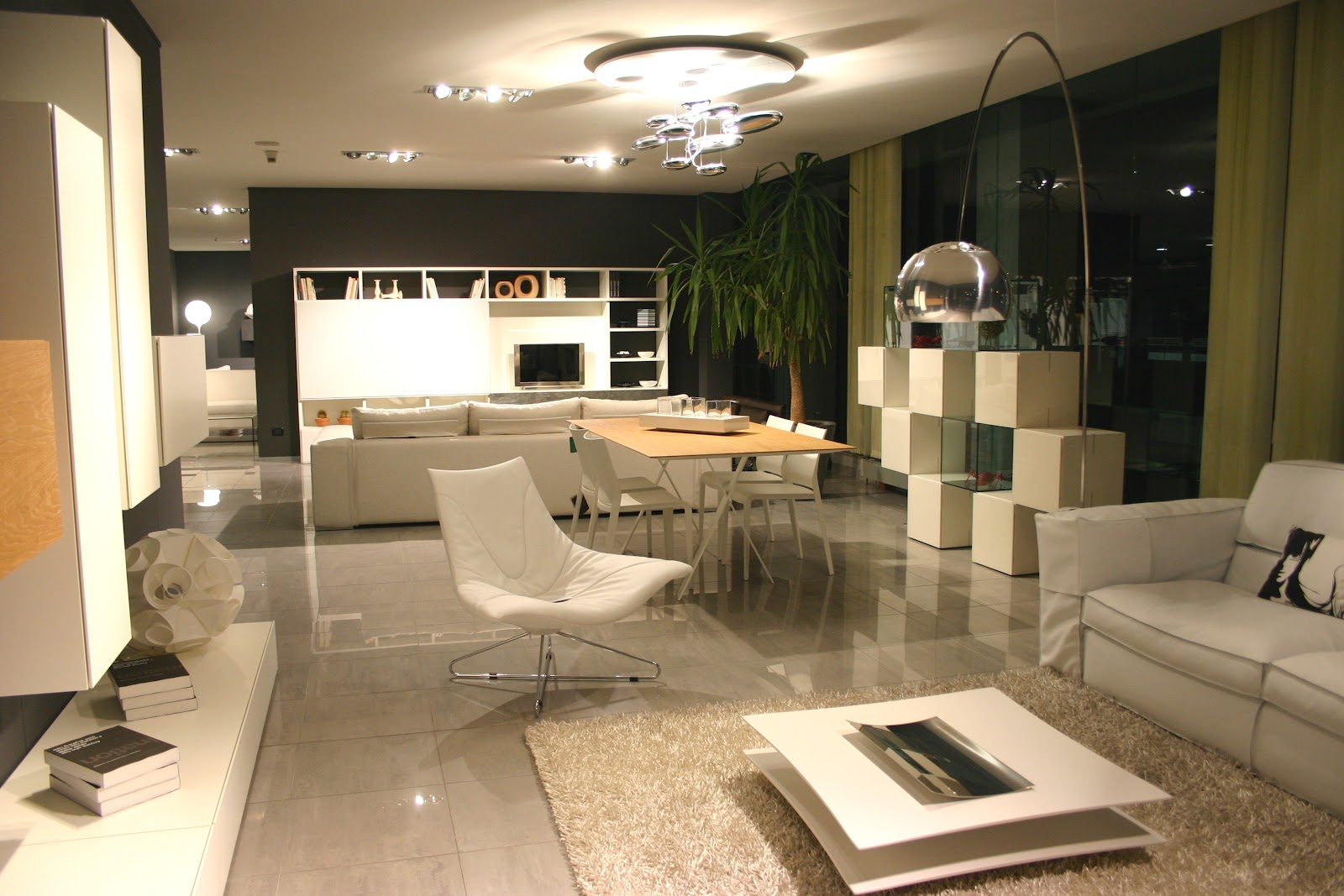 Showroom carminati e sonzognicarminati e sonzogni for Salotto lago