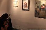 Concentración en un ambiente lleno de arte
