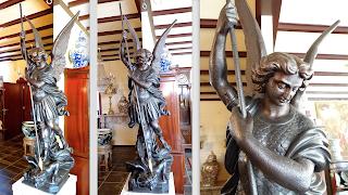 Антикварная скульптура из чугуна. 19-й век. Высота 220 см. 800 кг. 19000 евро.