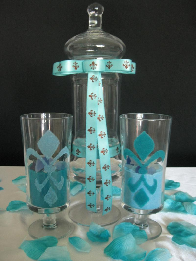 Two accent vases and sand