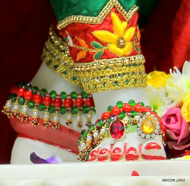 ISKCON Juhu Sringar Deity Darshan 09 Feb 16 (45)