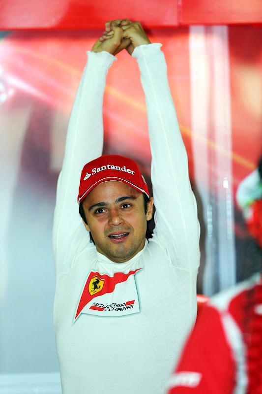 Фелипе Масса делает зарядку на Гран-при Бразилии 2012