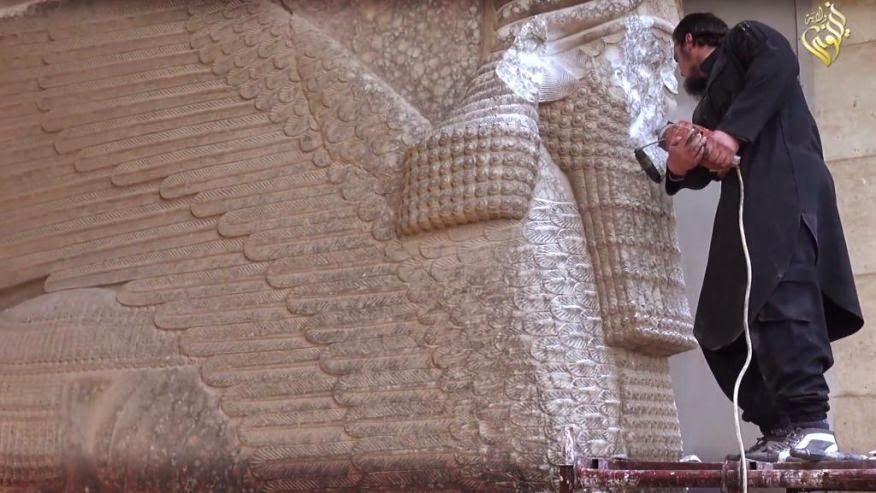 Iraq: Islamic State smash ancient Iraq statues in Mosul
