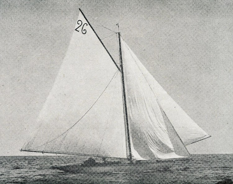El balandro GIRALDILLA navegando con todo el trapo desplegado. Revista Vida Marítima. Año 1904.JPG