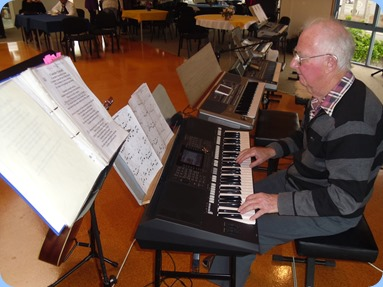 Peter Jackson playing his Yamaha PSR-S950. Photo courtesy of Delyse Whorwood.