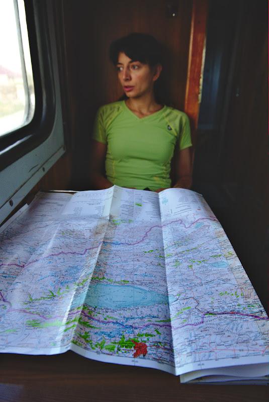 Cu harta in fata si cu planul pe jumatate facut.