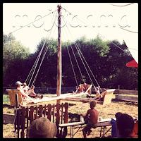 selbstgebautes Karusell, Sommer
