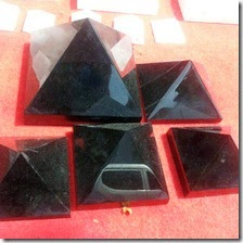 2014-Natural-Large-Cool-Obsidian-Pyramids-For.jpg_220x220
