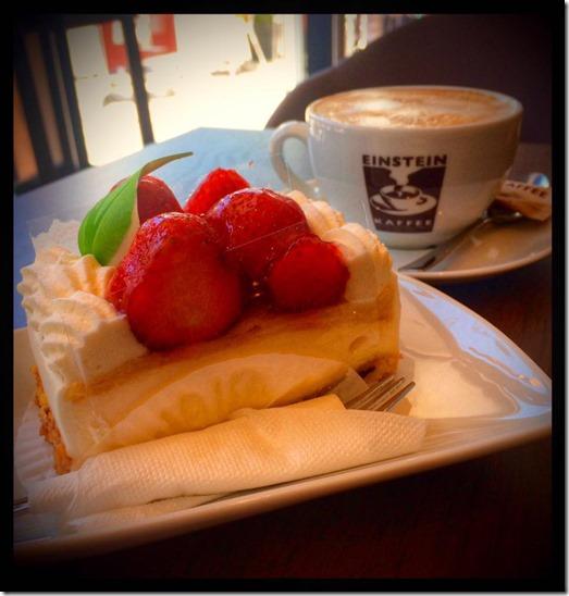 Cafe Einstein Erdbeersahnetorte Lo Graf von Blickensdorf