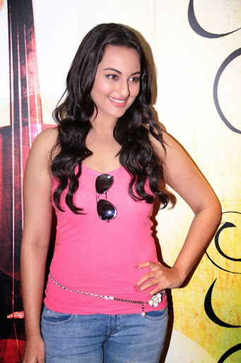 Nice And Glorious Wallpapers In Sonakshi Sinha Pink Jeans Top