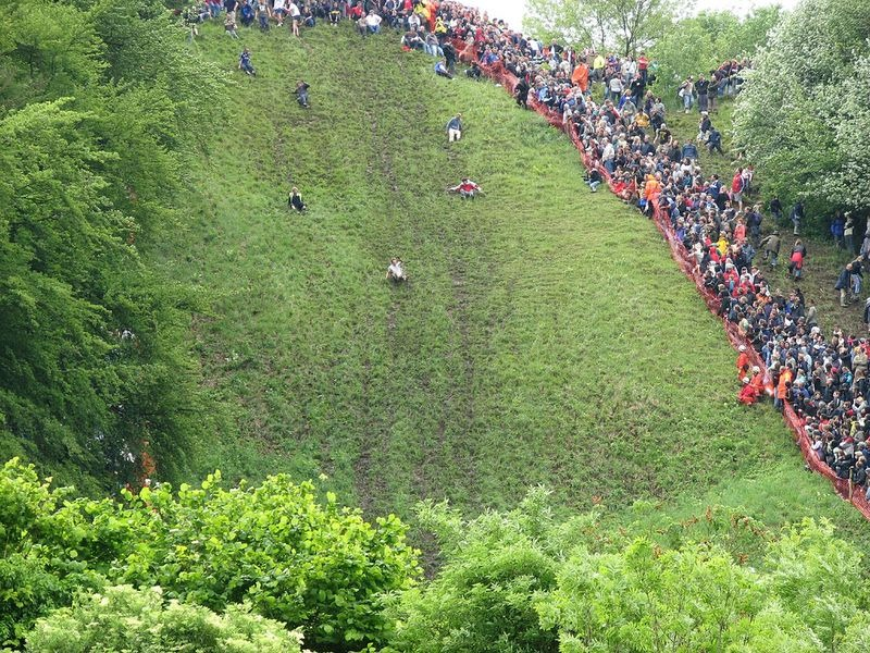 cooper-hill-cheese-rolling-11