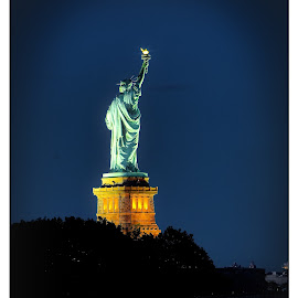 Statue of Liberty by Gene Lybarger - Buildings & Architecture Statues & Monuments