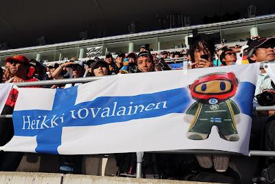 баннер naokonen Хейкки Ковалайнена на Гран-при Японии 2012