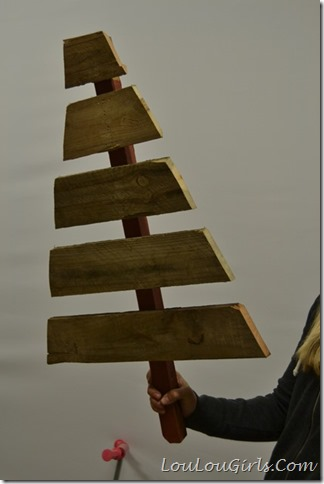DIY-Pallet-Christmas-Tree-And-Presents (3)