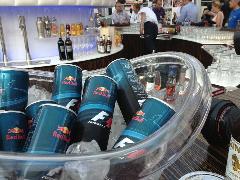 банки Red Bull с логотипом Ф-1 на Гран-при Монако 2012