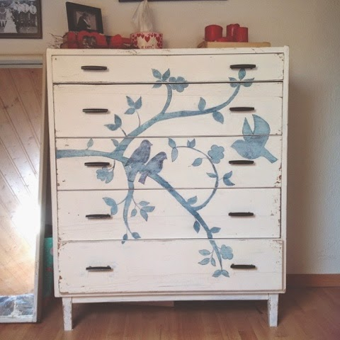 Love this vintage bird dresser. She shows exactly how she painted it....step by step instruction. DIY