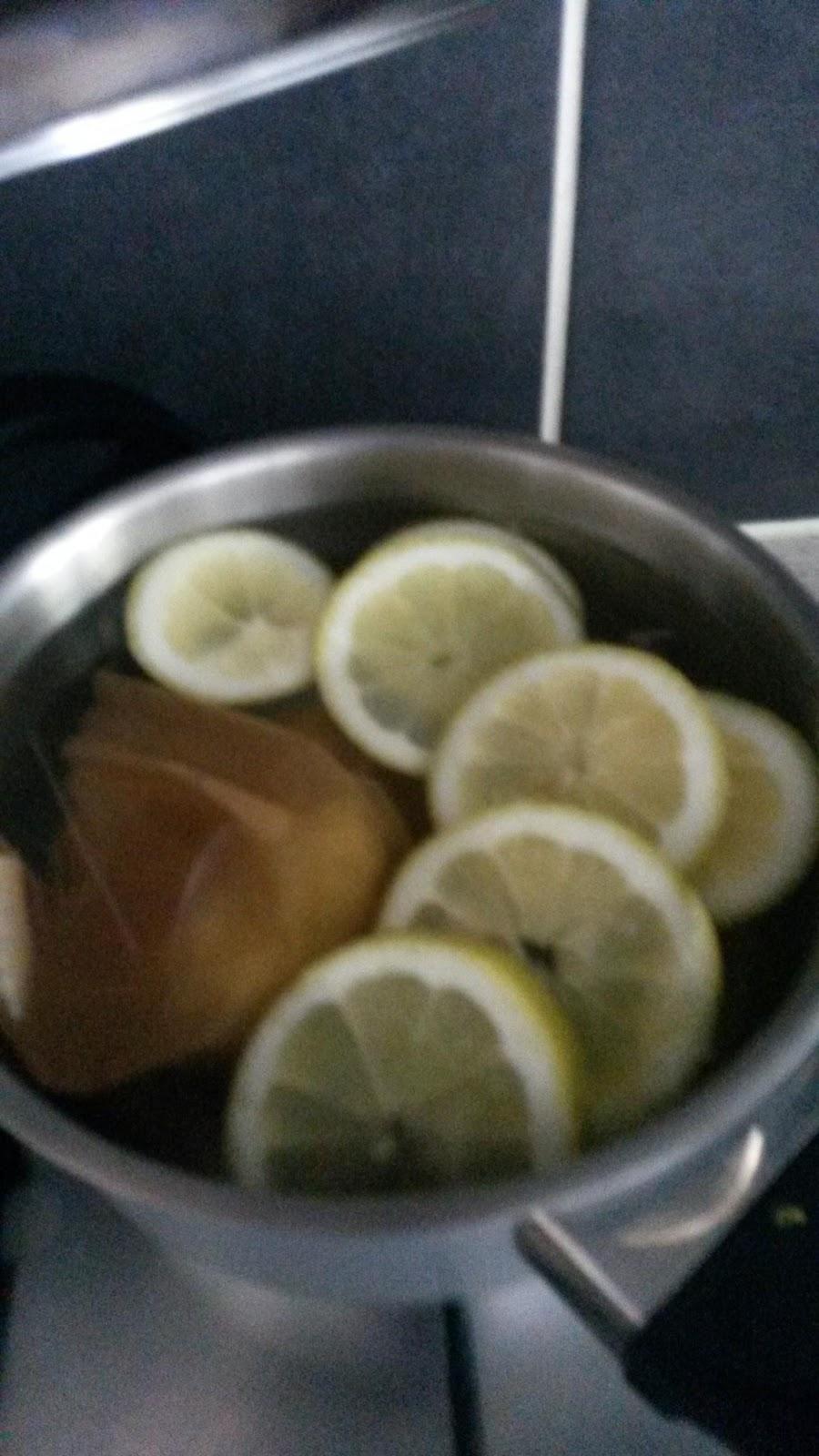 gekookt water met citroen en honing