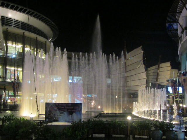 Water fountain show at the Jung Ceylon shopping mall.