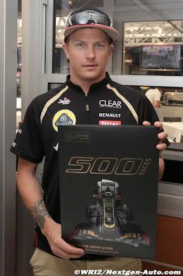 Кими Райкконен и постеры в честь 500-ой гонки Lotus на Гран-при Монако 2012
