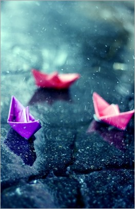 color-paper-paper-boats-rain-water-Favim.com-70449 - copia
