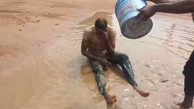 Photo: How a FUTO student was given muddy birth after exams